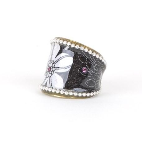 Ring Fantasie Relief in zwart, wit en roze