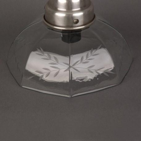 Detail helder geslepen glaskap