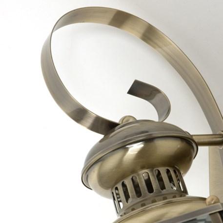 Detail messing armatuur wandlamp Norma