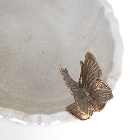 Detail Schaaltje met Vlinder