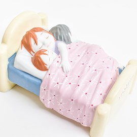 Sculptuur with Mum in bed