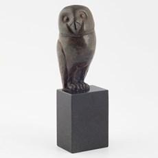 Sculptuur Uil op basalt voet