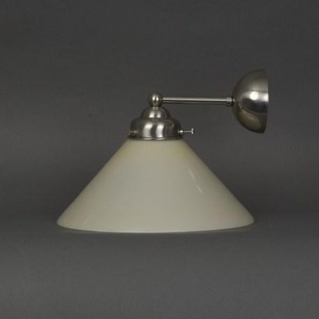 Wandlamp cono met matnikkel, afgerond armatuur en zachtgele glaskap